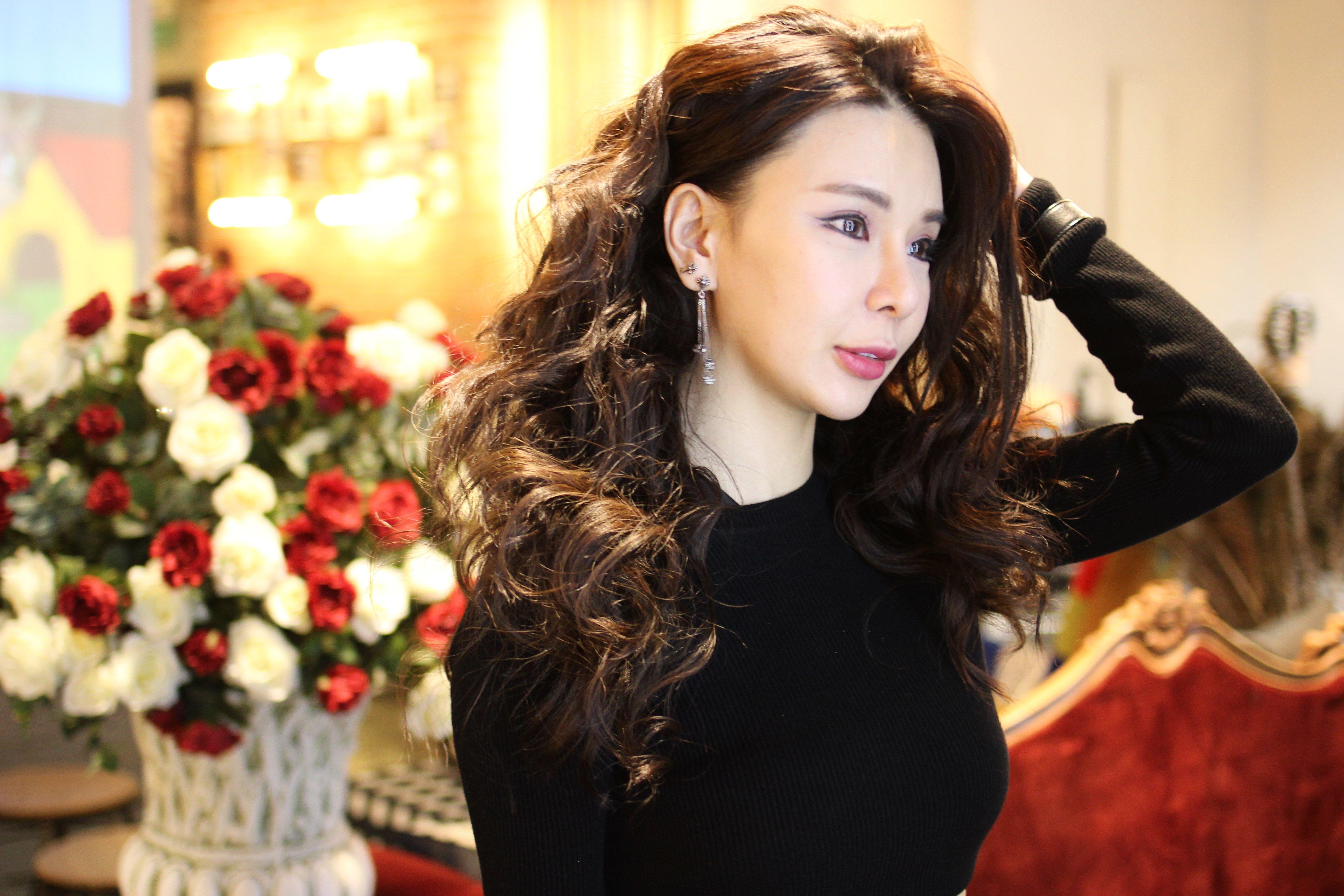 Curly in Salon